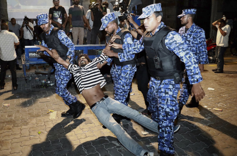 Policija suima protestuotoją Maldyvuose