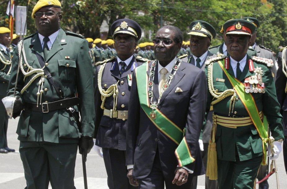 Seniausias lyderis Afrikoje - 90-metis Robertas Mugabe