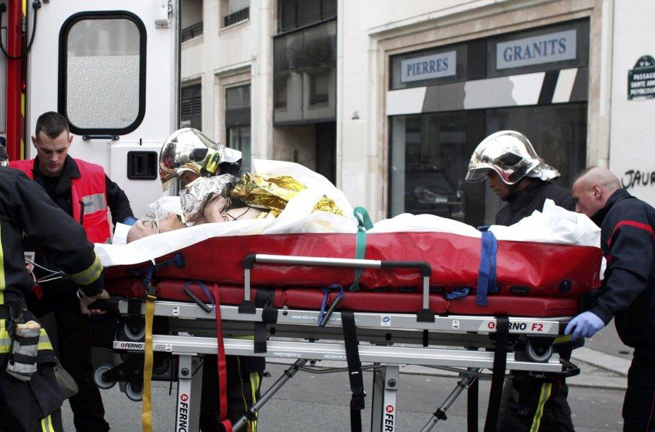 """Ginkluoti užpuolikai atakavo """"Charlie Hebdo"""" redakciją"""