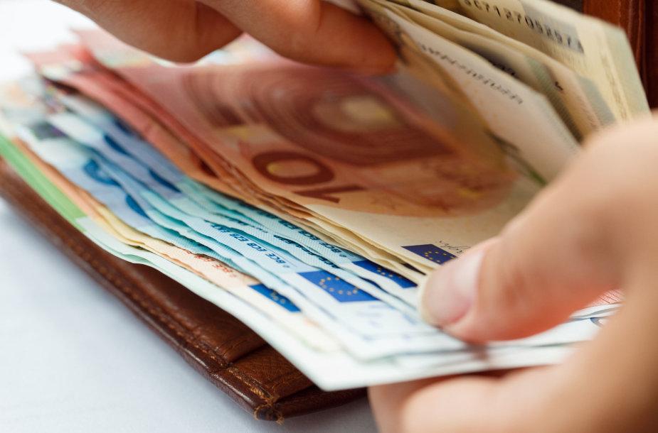 Pinigai (asociatyvi nuotr.)