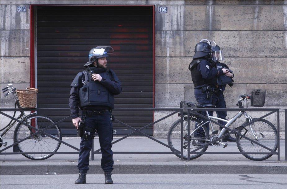 Saugumo operacija prie Luvro muziejaus