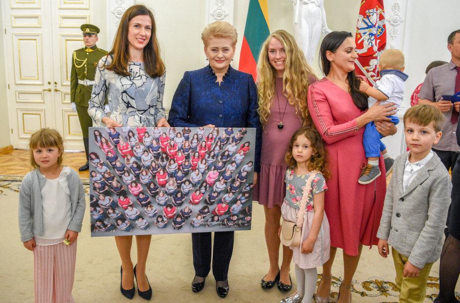 """Konferencijos """"Sveika ir laiminga mama"""" organizatorės au Prezidente"""