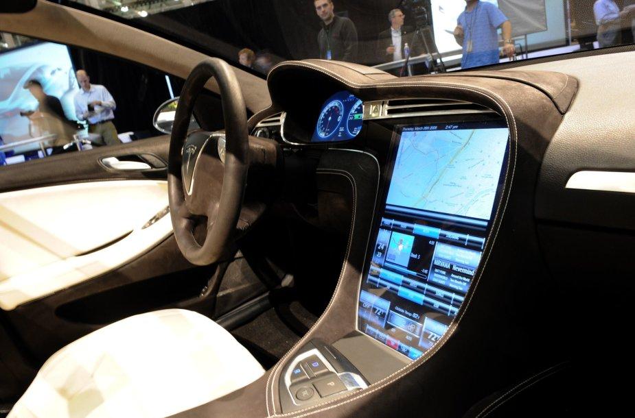 """Tesla Model S"" interjeras"