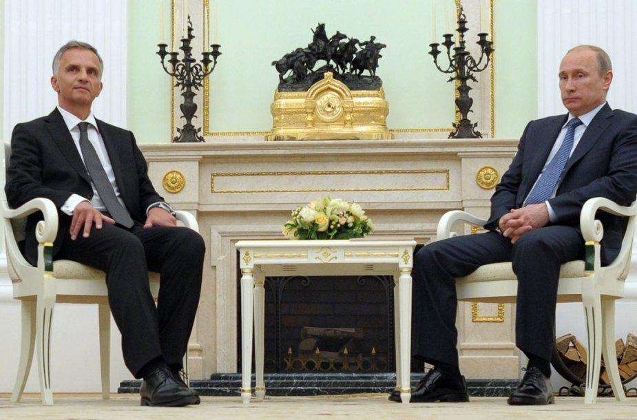 Šveicarijos prezidentas Didieris Burkhalteris ir Rusijos prezidentas Vladimiras Putinas