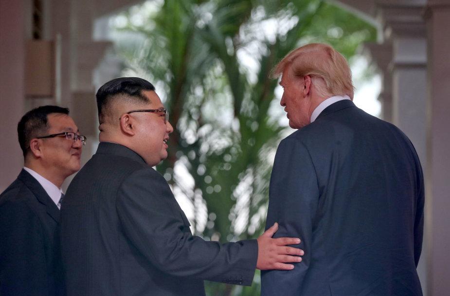 D.Trumpo ir Kim Jong Uno susitikimo emocingos akimirkos