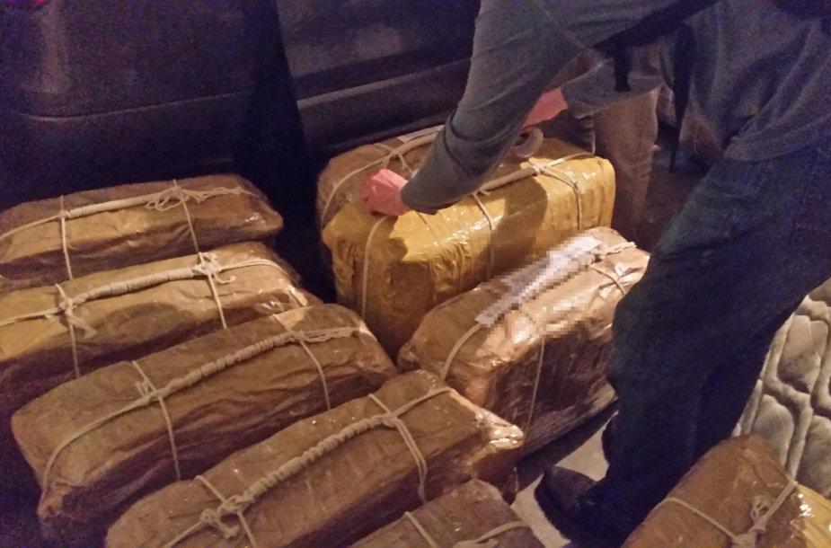 Rusijos ambasadoje Argentinoje rasti lagaminai su kokainu