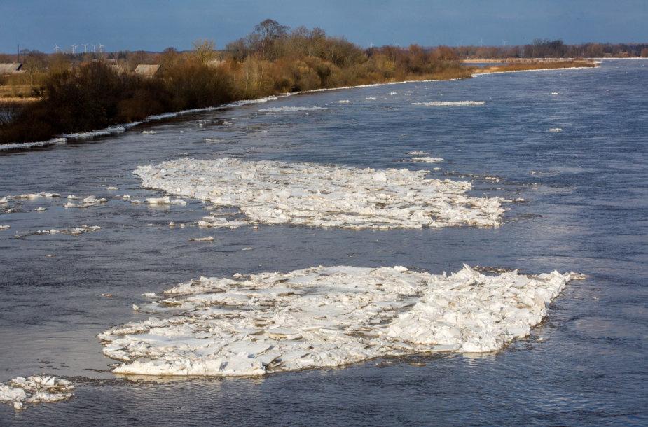 Nemuno (Atmatos) upė potvynio metu