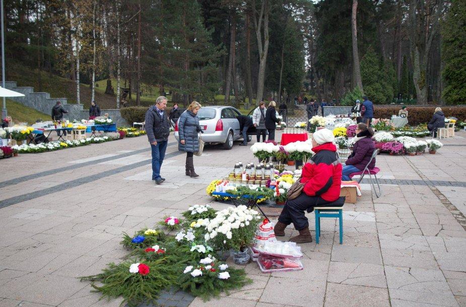 Lietuvoje minima Visų šventųjų diena