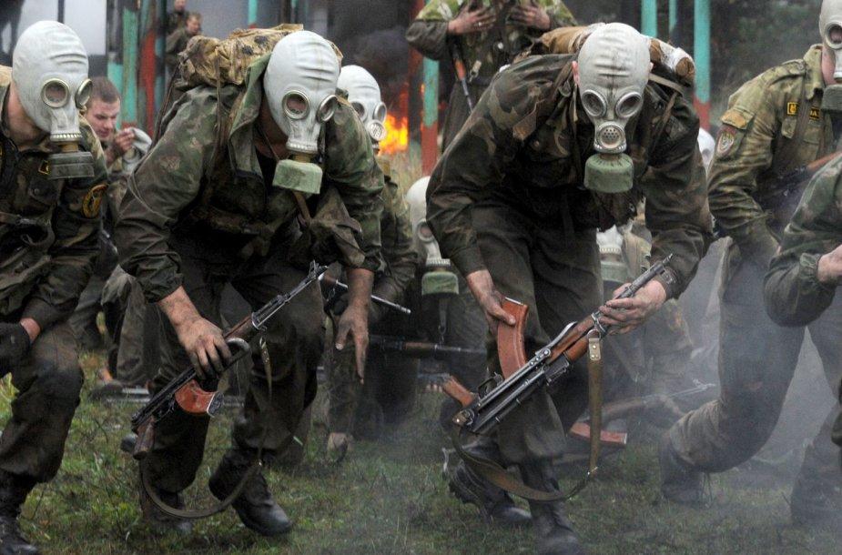 """Baltarusijos kariai laikė """"Raudonosios beretės"""" egzaminą."""