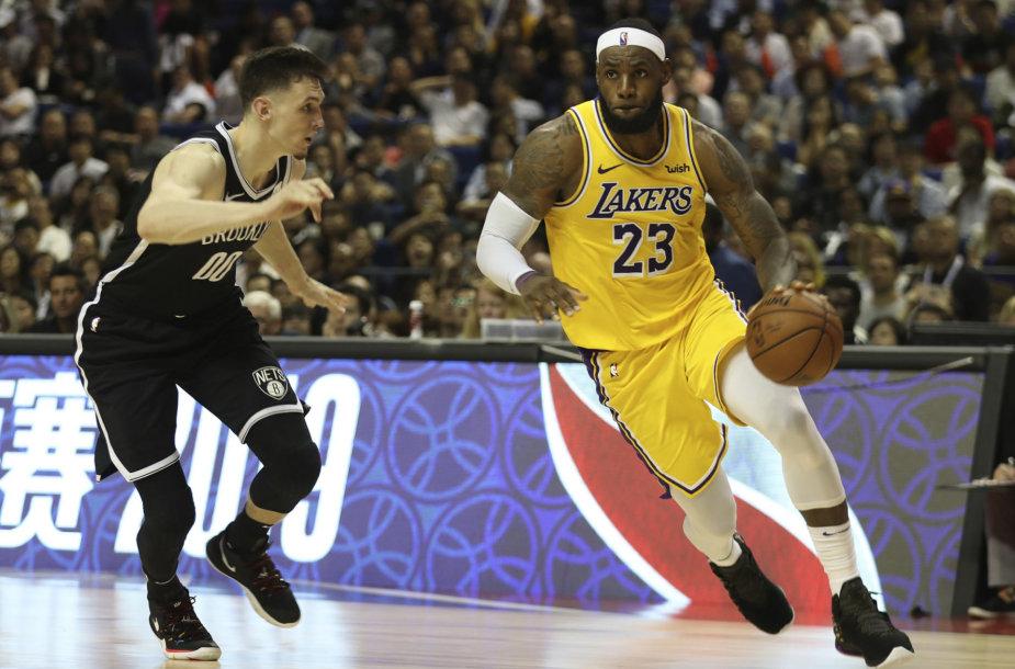 """""""Nets"""" pranoko """"Lakers"""" ekipą NBA ikisezoninėse rungtynėse Kinijoje."""