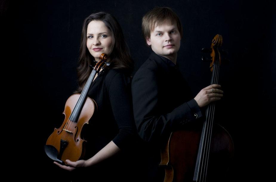 Violončelininkas Glebas Pyšniak ir smuikininkė Dalia Dėdinskaitė