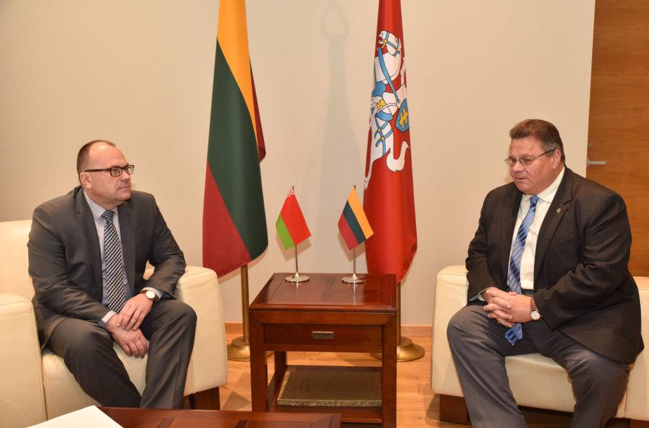 Baltarusijos ambasadorius Valerijus Baranovskis ir užsienio reikalų ministras Linas Linkevičius