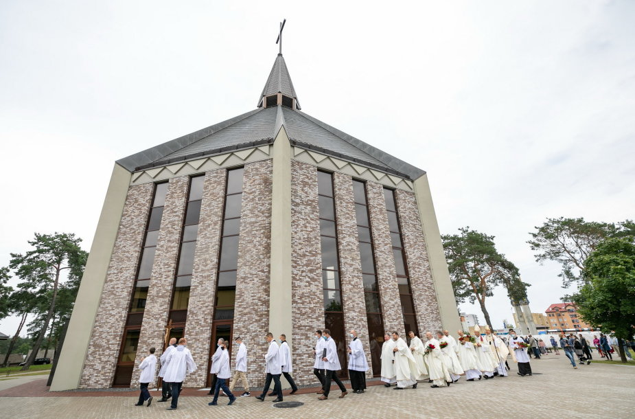 Grigiškėse pašventinta Šventosios dvasios bažnyčia