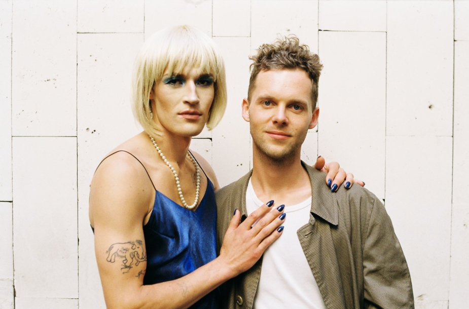 """""""Kabloonak"""". Jonas Narbutas (dešinėje) ir klipo veikėja Rita."""