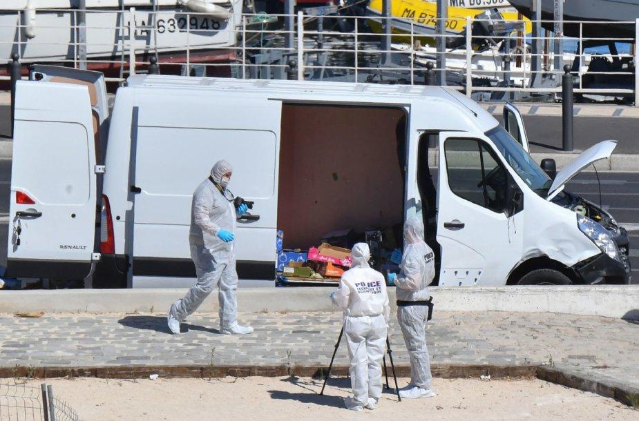 Marselyje į dvi autobusų stoteles rėžęsis mikroautobusas pražudė žmogų