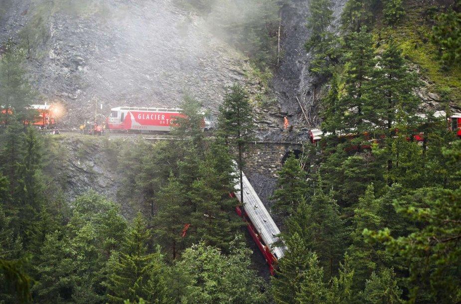 Šveicarijoje – traukinio avarija