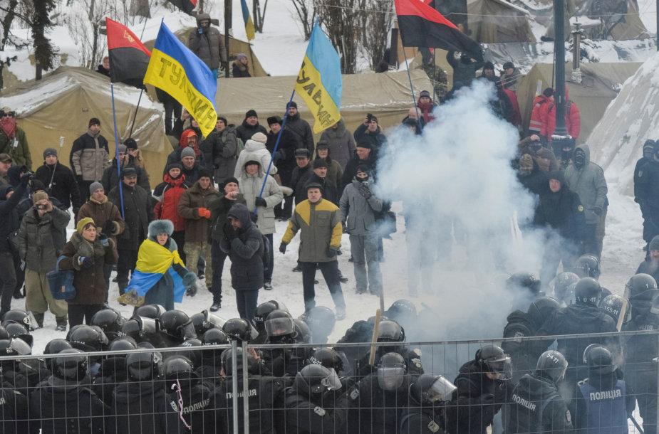 Kijeve per protestą prieš korupciją sužeisti 8 policininkai