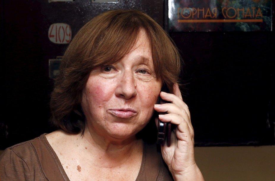 Nobelio literatūros premiją laimėjusi baltarusių rašytoja Svetlana Aleksijevič savo namuose