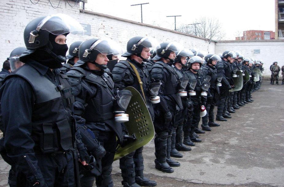 Viena svarbiausių užduočių - malšinti neramumus įkalinimo įstaigose