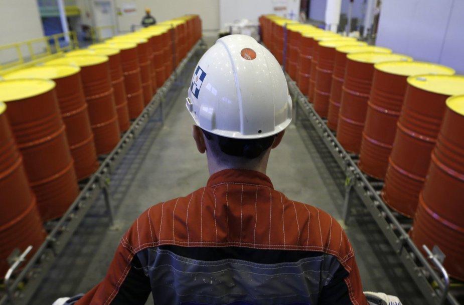 Naftos statinės