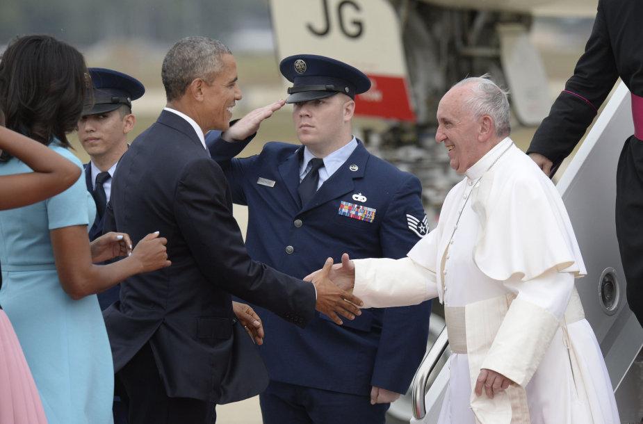 Barackas Obama (kairėje) ir popiežius Pranciškus