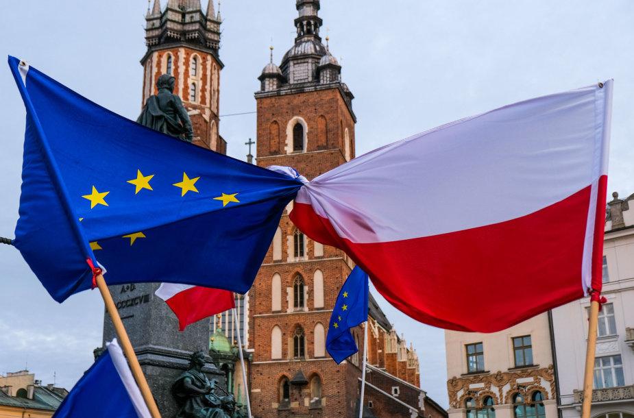 Europos Sąjungos ir Lenkijos vėliavos