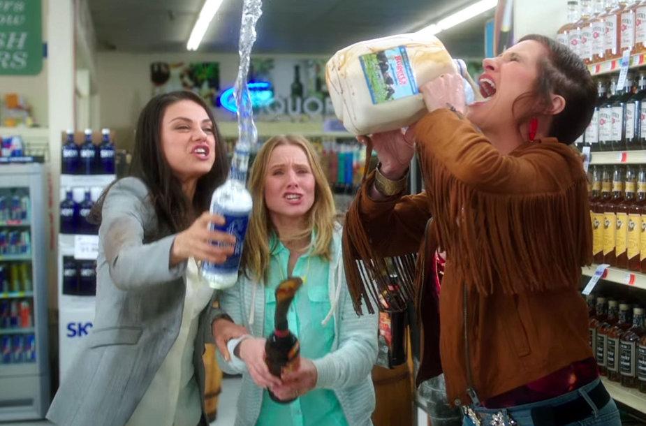 "Mila Kunis, Kristen Bell ir Kathryn Hahn komedijoje ""Blogos mamos"""