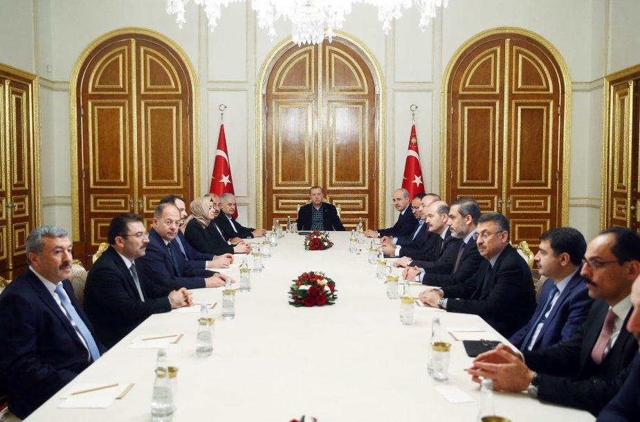 Turkijos prezidentas su ministrais