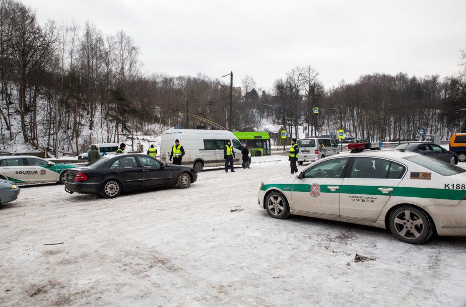Policijos pareigūnai tikrino, ar kauniečiai pasiruošę žiemai