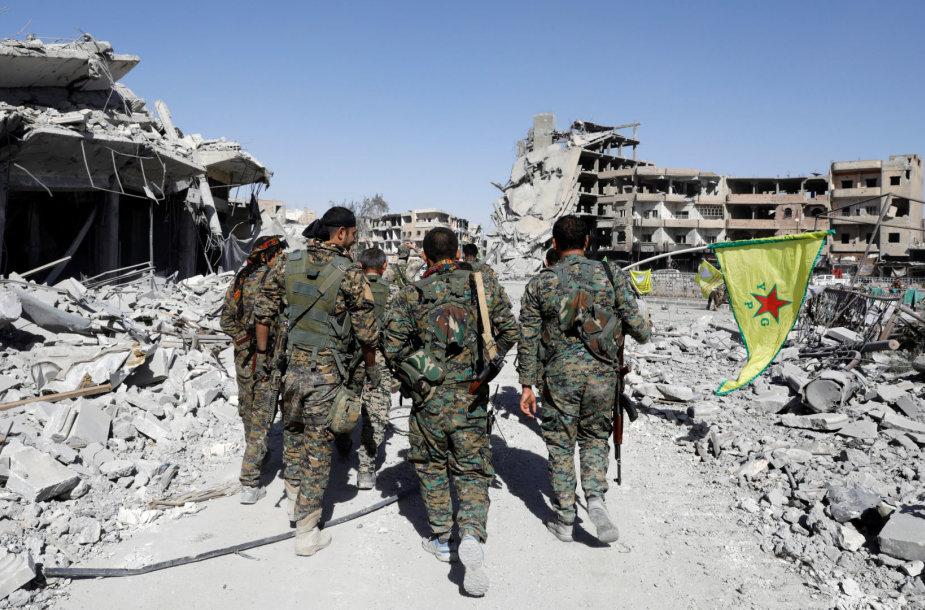 SDF kovotojai įžengia į sugriautą Raką
