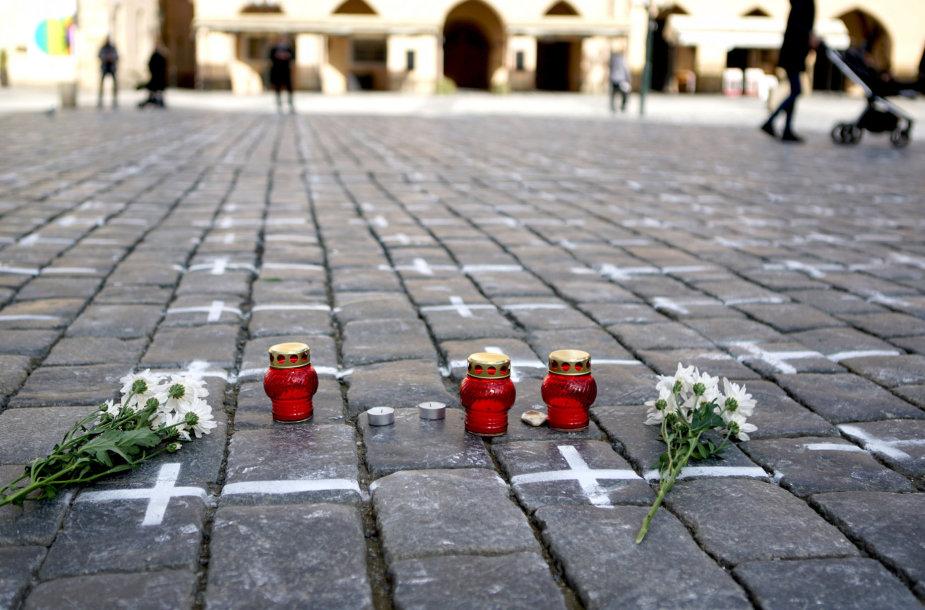 Akcija Prahos centre koronaviruso aukoms atminti