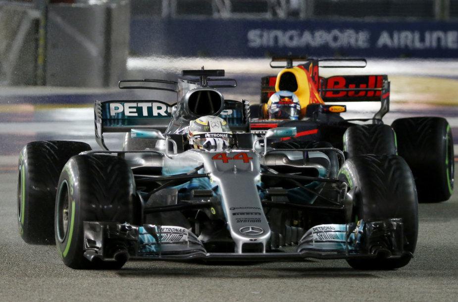 Lewiso Hamiltono pergalė Singapūro GP