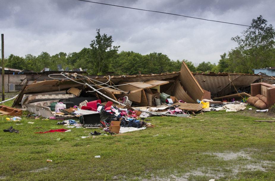 Po tornado Luizianoje