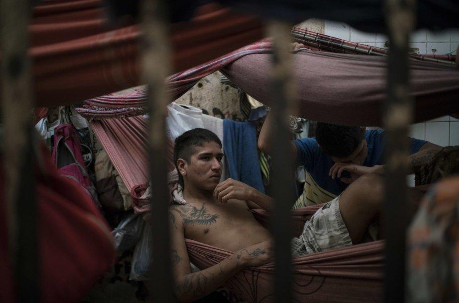 Perpildyti Brazilijos kalėjimai tampa nusikaltėlių mokykla, kur formuojasi naujos gaujos
