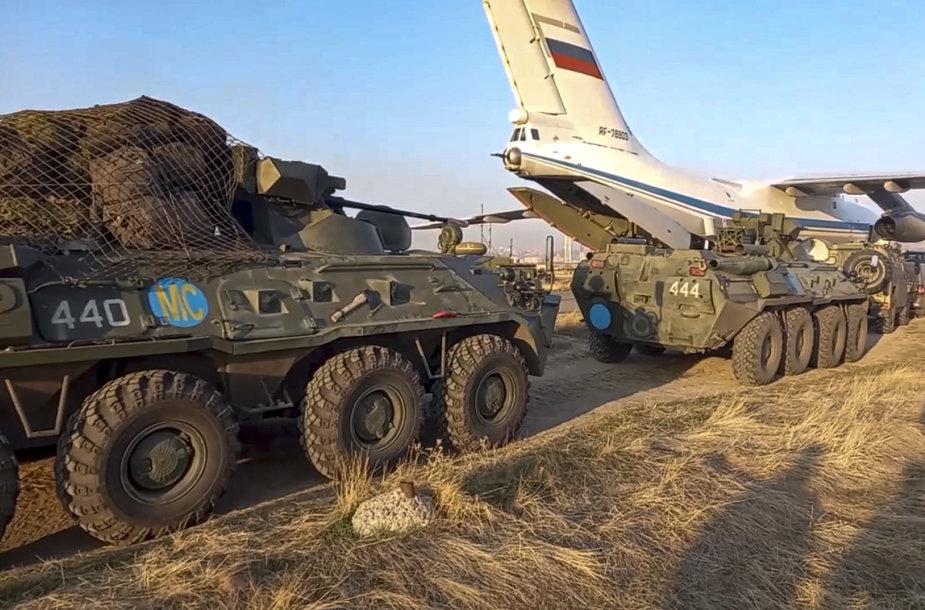 Į Kalnų Karabachą atvykę Rusijos taikdariai ir karinė technika