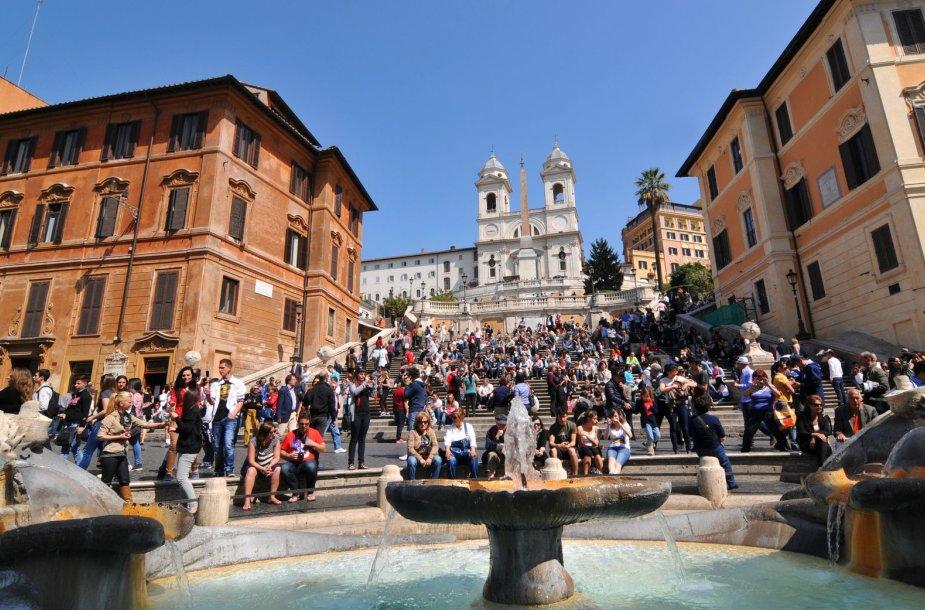 Balandį Romoje visi vasariškai nusiteikę