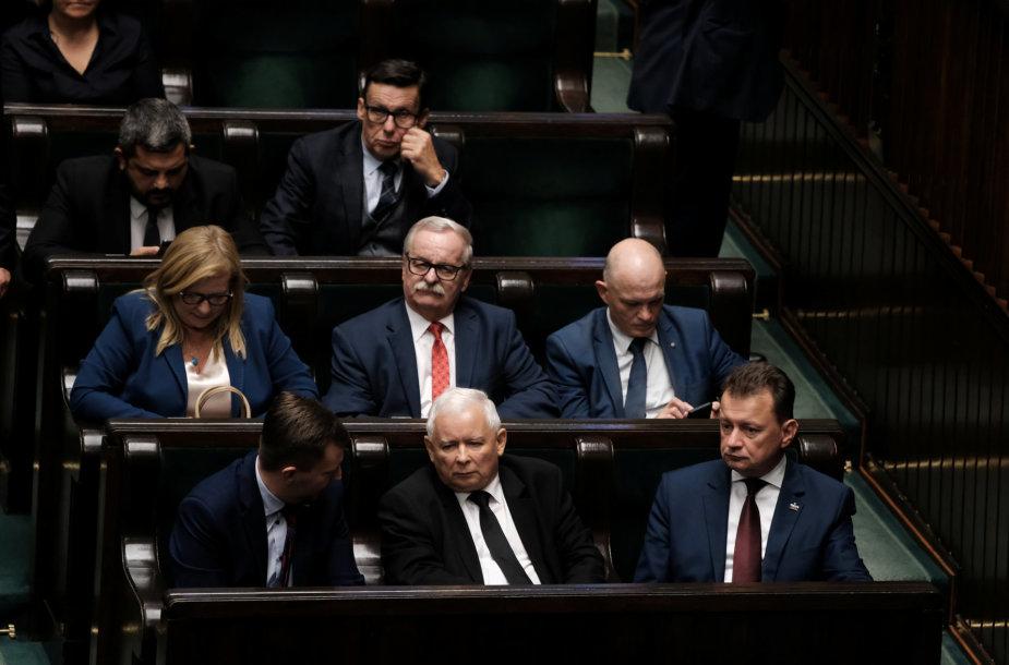 Jaroslawas Kaczynskis ir kiti lenkų parlamentarai