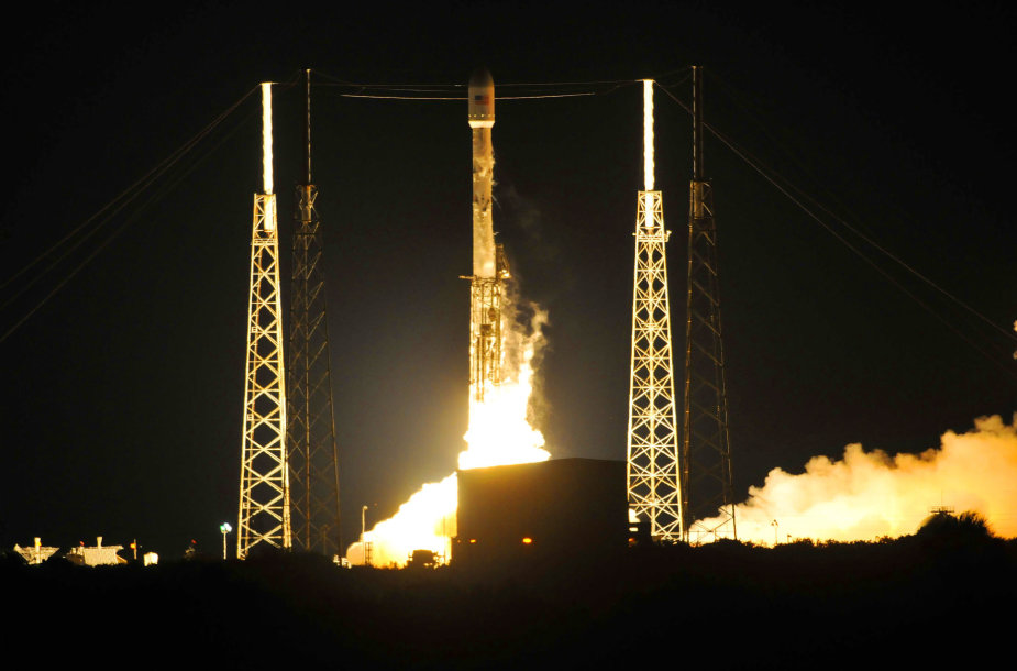 """SpaceX """"Falcon 9"""" raketos startas"""