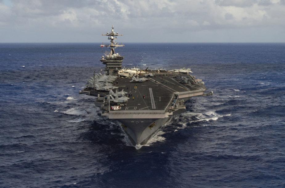 """JAV lėktuvnešis """"USS Carl Vinson"""""""