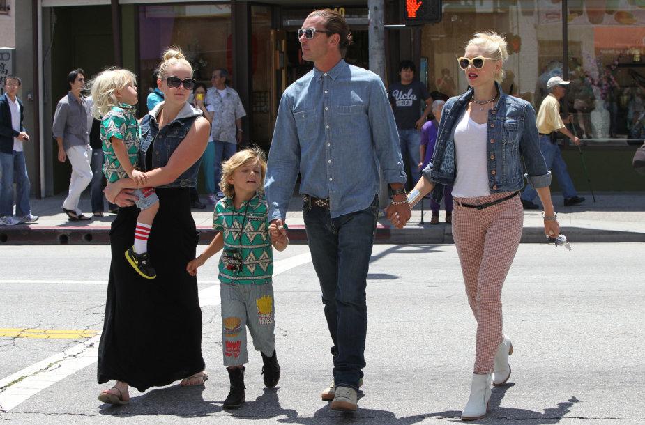 Gwen Stefani ir Gavinas Rossdale'as su sūnumis ir jų aukle Mindy Mann (2012 m.)