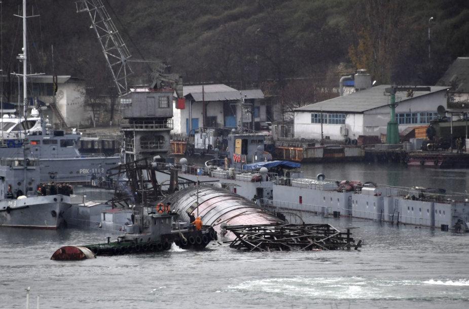 Kryme nuskendo Rusijos plaukiojantis dokas su nebenaudojamu povandeniniu laivu