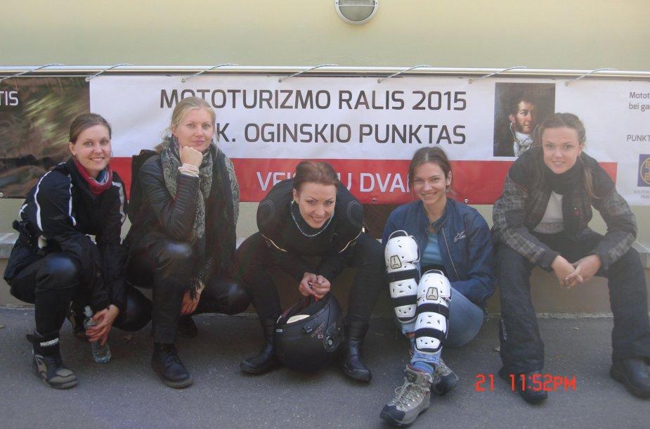 """""""Mototurizmo ralis"""" merginų komandos """"Temperatūra"""" akimis"""