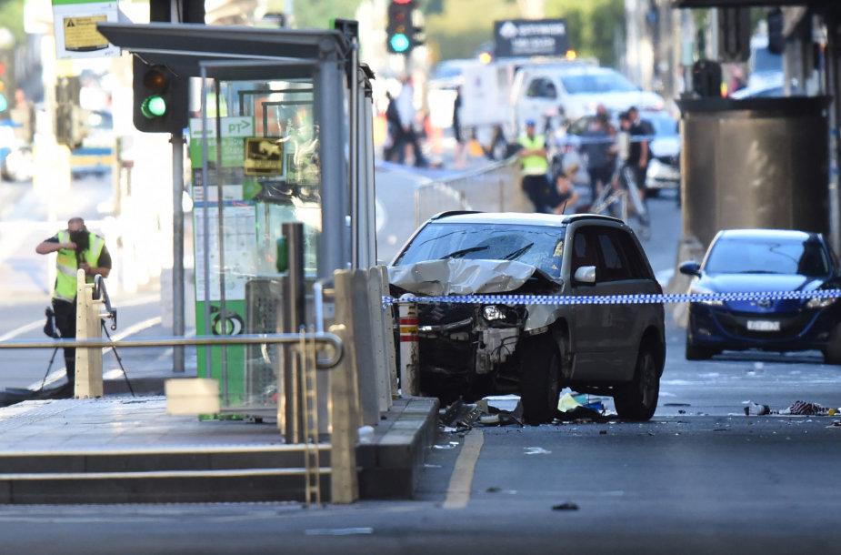 Melburne į pėsčiuosius įvažiavo automobilis