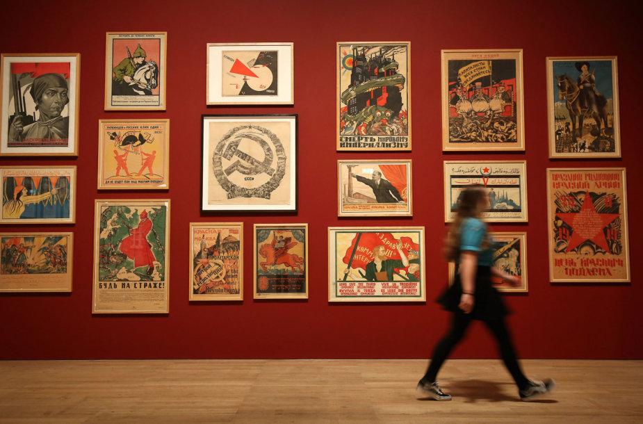 Sovietinių laikų plakatai Londono Teito galerijoje