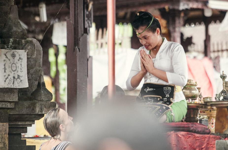 Balis: aukojimo ceremonija