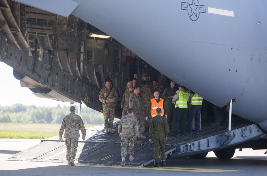 JAV kariniai lėktuvai Vilniuje