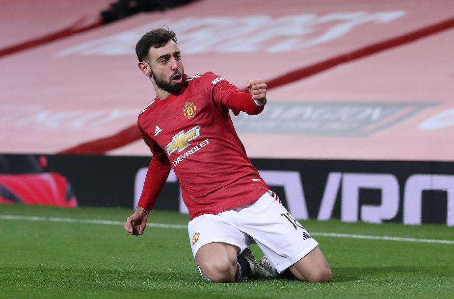 """Bruno Fernandešas puikiu baudos smūgiu nulėmė """"Manchester United"""" pergalę."""