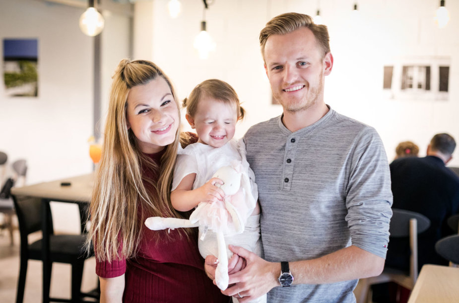 Šarūnas ir Laura Mazalai su dukra Deimile