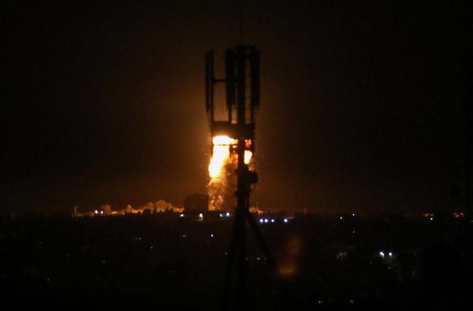 """Izraelis smogė """"Hamas"""" taikiniams"""