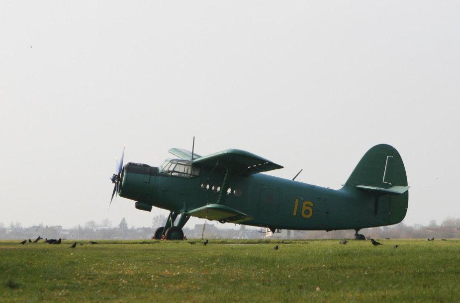 Senas An-2 lėktuvas Panevėžio aerodrome